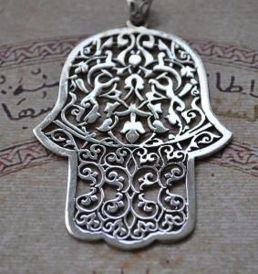 Hand_of_Fatima_Silver_Pendant__21581.1409468310.1280.1280
